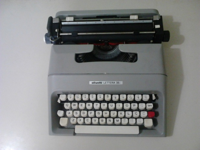 maquina-de-escrever-olivetti-lettera-35_mlb-f-3784929339_022013