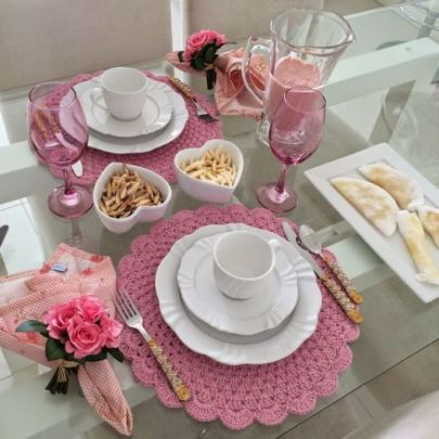 mesa-posta-café-sousplat-rosa